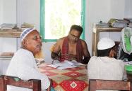 তহসিলদার মনিরুজ্জামান শার্ট খুলে, গলায় গামছা জড়িয়ে লুঙ্গী পরা অবস্থায় অফিসে ডিউটি করেন