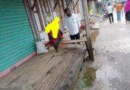 আমতলীতে 'ভায়ো'র উদ্যোগে পথচারীদের মাঝে খাবার বিতরণ